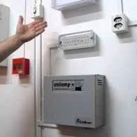 Instalação de iluminação de emergência